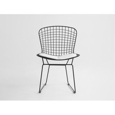 Krzesło WIR kolor czarny siatka siedzisko białe przód krzesła